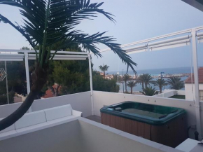 Exclusive 3 bed apartment on the beach front with solarium and jacuzzi